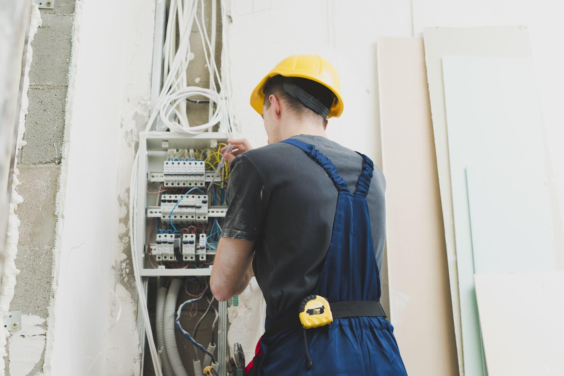 Instal·lacions elèctriques i automàtiques